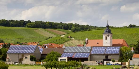 Forscher in Konstanz untersuchen die physikalischen Grundlagen hybrider nanostrukturierten Solarzellen, damit künftig eine Preisgüngstige Fertigung gelingt.  © Fotolia.